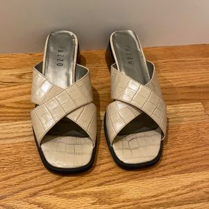 Pazzo Beige Croc Leather Sandals Size 7.5